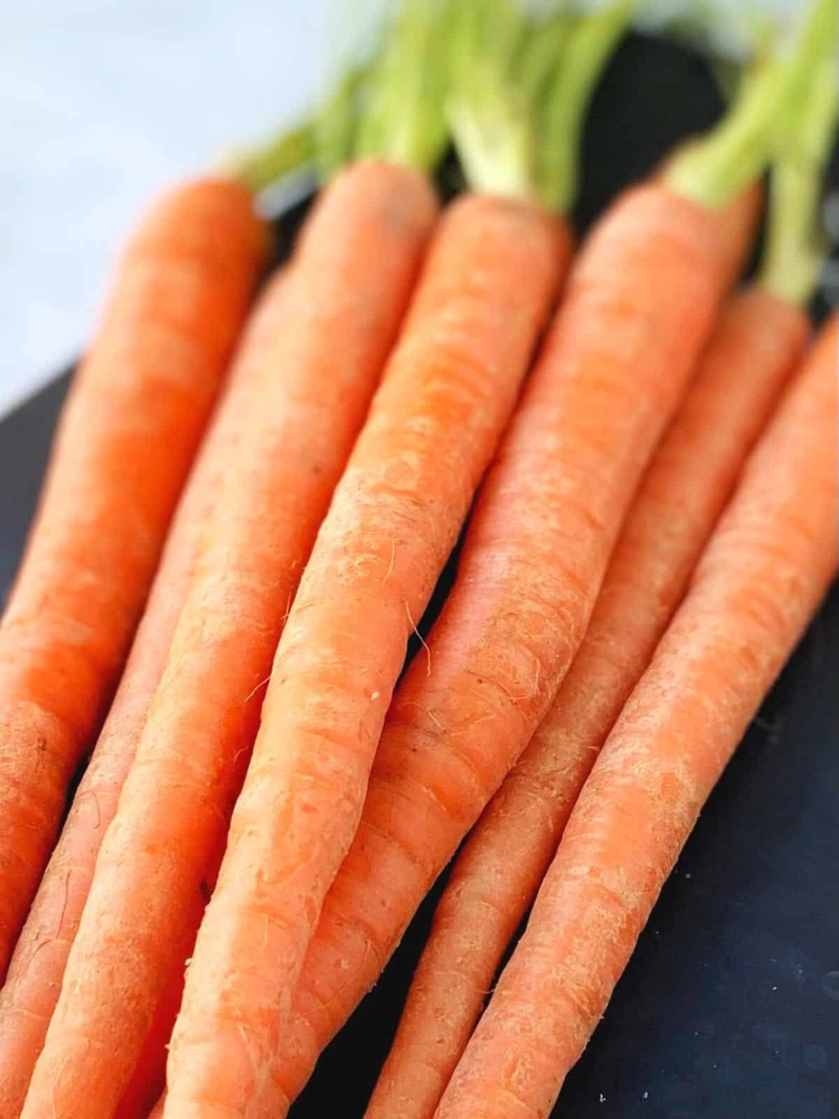 pile of raw carrots