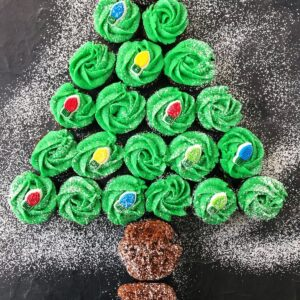 cupcakes in the shape of a Christmas tree