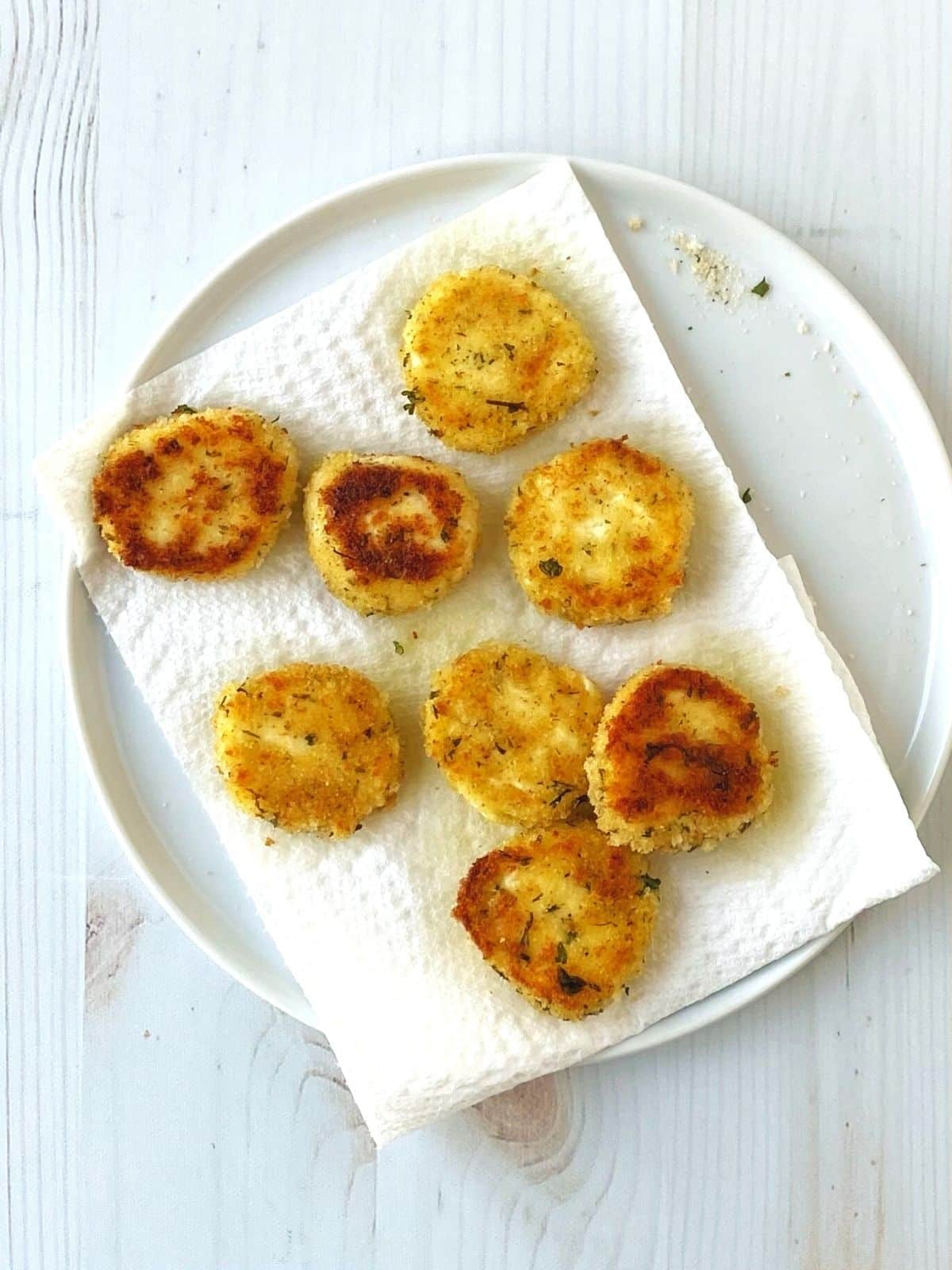 fried goat cheese on a paper towel-lined plate
