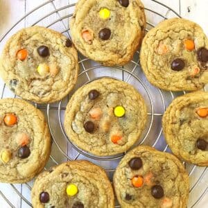 reeses peanut butter cookies on a cooling rack.