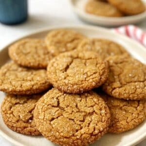 close up of ginger crinkle cookies on a plate.